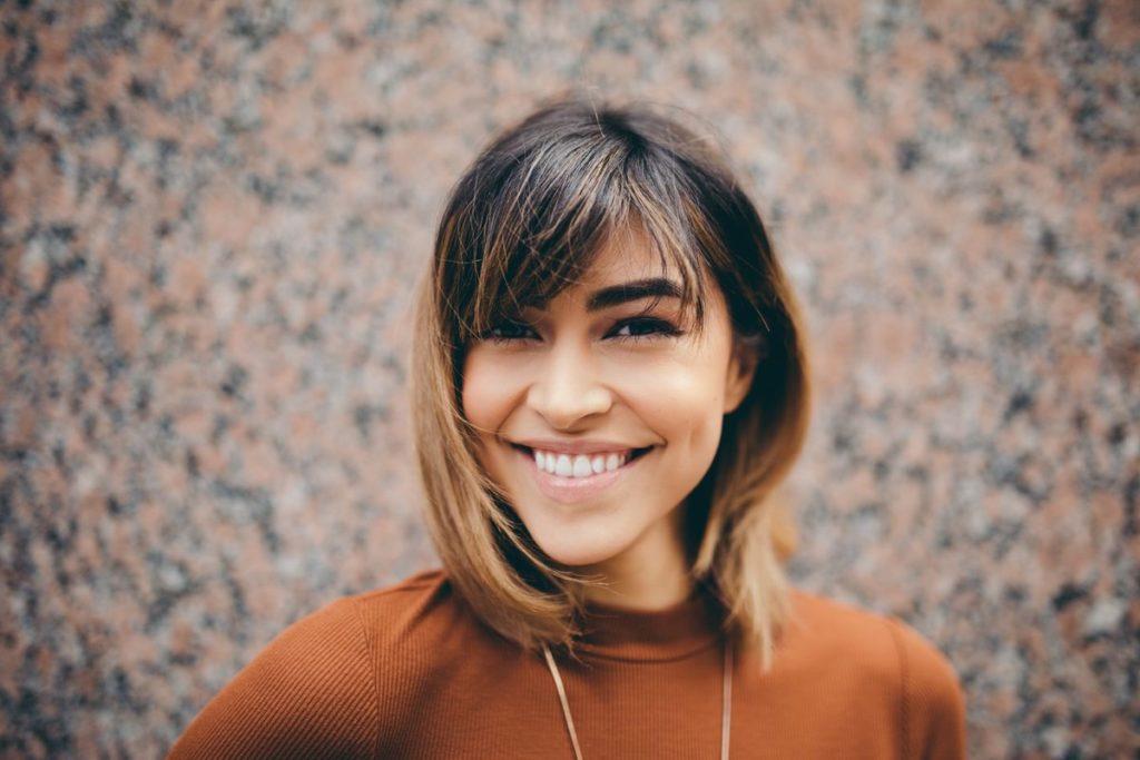 Uśmiechnięta kobieta doradca pożyczka